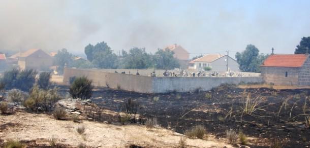 Incêndio deflagrou esta tarde na Ruvina