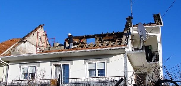 Vale das Éguas: Incêndio origina dois feridos e destrói andar superior de habitação