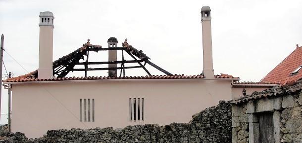 Baraçal: Incêndio em habitação destruiu 1º andar, sótão e telhado