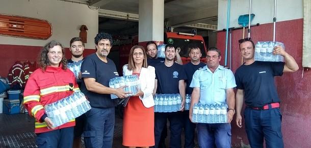 Caixa Agrícola distribui garrafas de água pelos Bombeiros